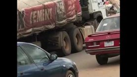Fully Loaded DANGOTE CEMENT TRAILER Spotted Driving WITHOUT TYRES On Busy Road
